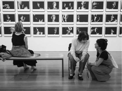 El Otro suma quién soy, 2019. Fotodiscurso compuesto por una fotografía digital en el Instituto Moreira Sales en São Paulo.
